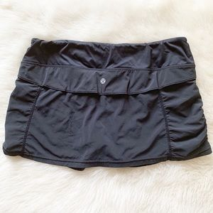 LuLulemon skort 6 black